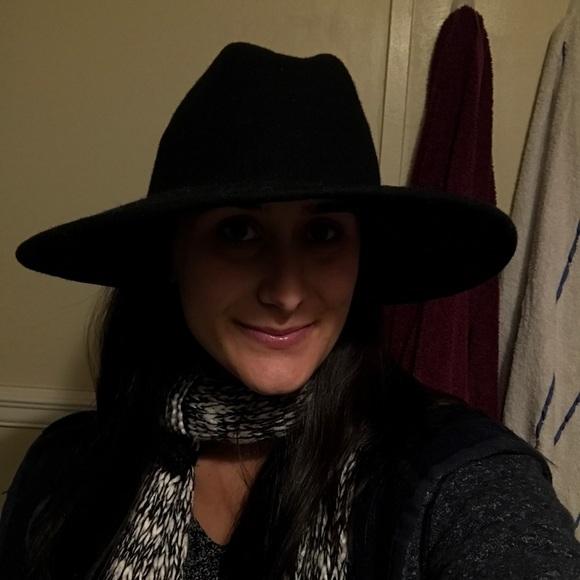 b4b8d62823cc2 Ecote Accessories - Urban Outfitters Ecotè Wide Brim Black Hat